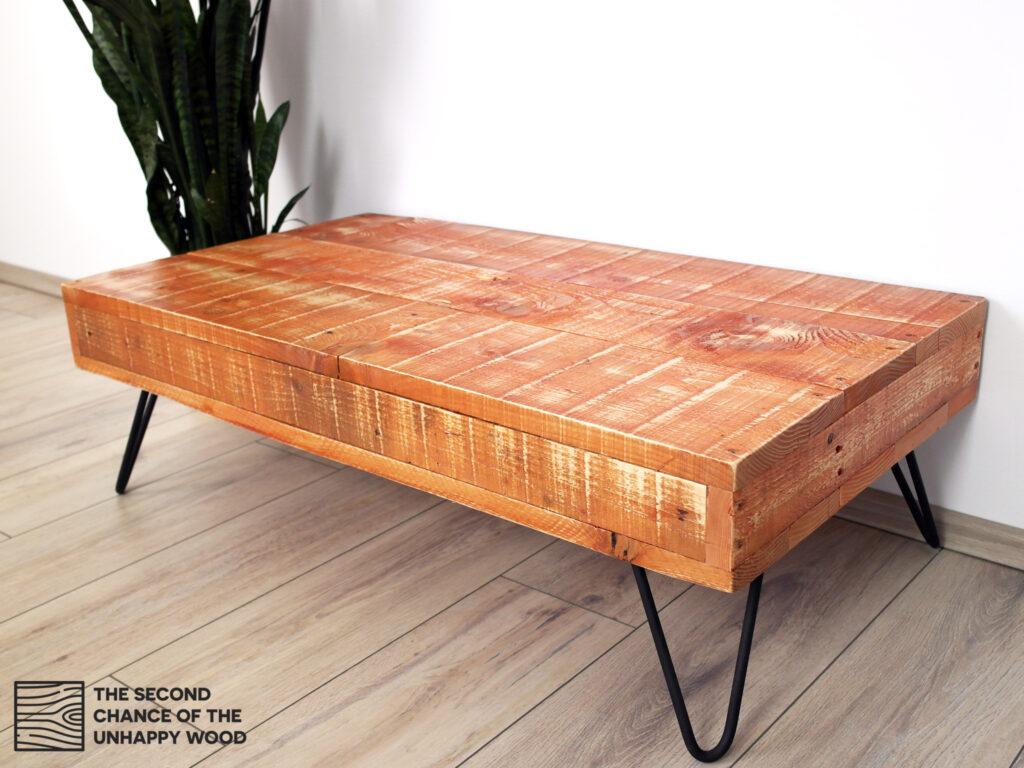 Dohányzóasztal újrahasznosított fából
